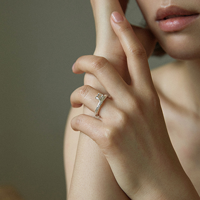 Twig Ring - white topaz (square)